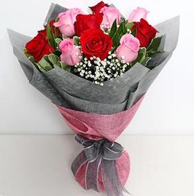 1 dozen mixed roses in bouquet