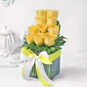 Bouquet of 10 Yellow Roses in Vase